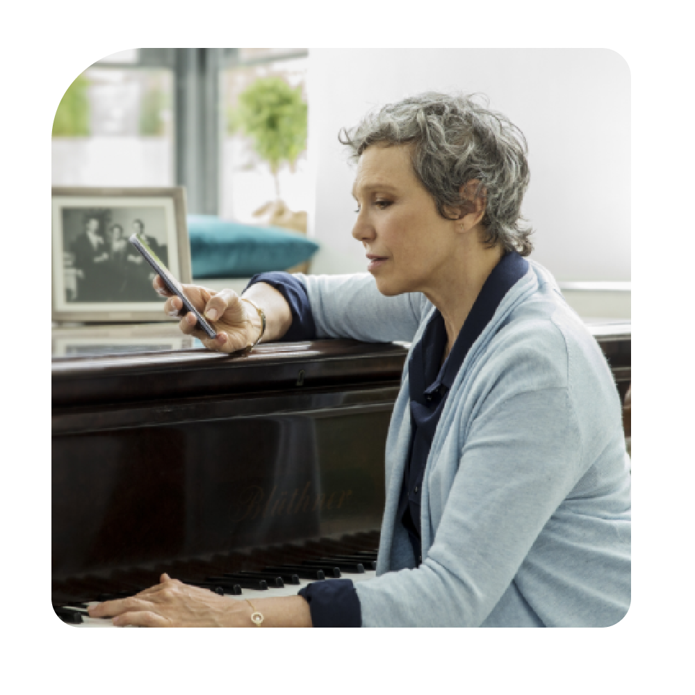 Person playing piano-01